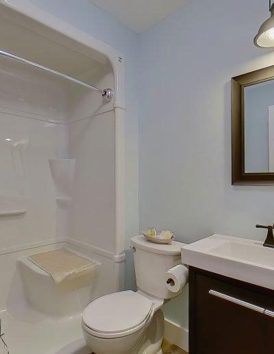 quarterdeck resort - hilltop room bathroom